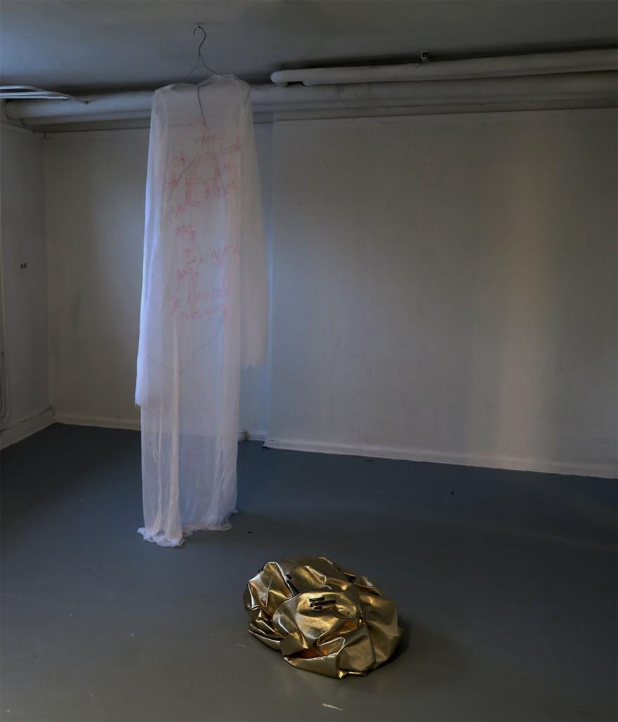 guldsen o klänning